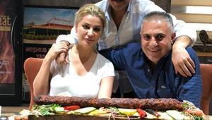 Songül Karlı ve Latif Doğan kebap yedi, türkü söyledi