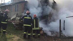 Domaniçte 2 katlı ev yandı