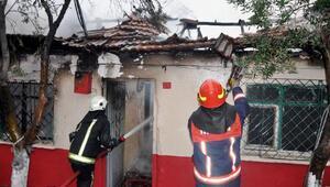 5 kişilik ailenin yaşadığı ev yandı