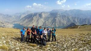 Yürüyerek Erzurumu keşfediyorlar