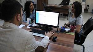Kadınlar hasta kayıt, erkekler büro memurluğu istiyor