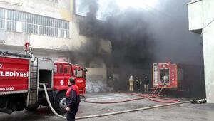 Uşakta elyaf fabrikasında yangın (1)