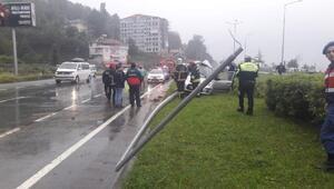 Kayganlaşan yolda refüje çarpan otomobil sürücüsü öldü