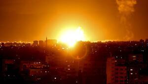 İsrail helikopter ve uçaklarla saldırdı