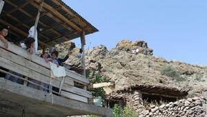 Aileleri tedirgin eden kayalar parçalandı