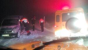 Trabzonda yayla yolunda mahsur kalan 6 kişi kurtarıldı