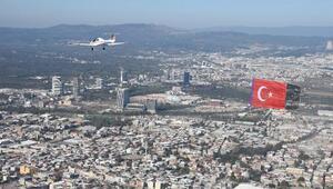 Cumhuriyet Bayramı kutlaması için Türk bayrağıyla uçtular