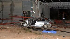 Otomobil, demir profillere çarptı: 1 ölü