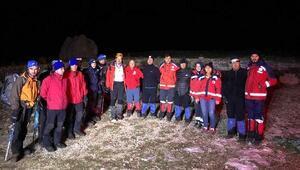 Demirkazık'ta mahsur kalan 3 dağcı kurtarıldı