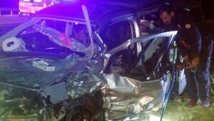 Otomobil ile kamyonet çarpıştı: 3 ölü, 3 yaralı/ Fotoğraflar