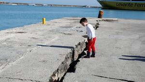 6.4 büyüklüğündeki deprem adayı 3 santimetre kaydırdı