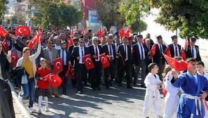 Koçarlıda 29 metrelik direğe 54 metrakerelik Türk bayrağı