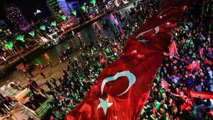İzmirde 29 Ekim Cumhuriyet Bayramı coşkuyla kutlandı (3)