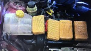 Otomobilin motorunda 17 kilo uyuşturucu bulundu