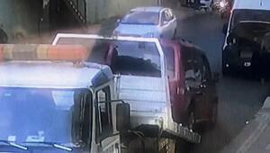 İstanbulda inanılmaz kaza Çekiciden arabayı indirirken...