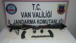 Vanda teröristlere ait silah ve mühimmat ele geçirildi