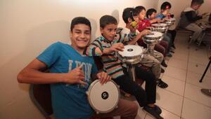 Hollandalı Grup Koffie'den Roman çocuklara perküsyon atölyesi