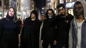 İstiklal Caddesini cadılar bastı