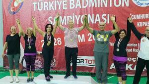 Spor Bilimleri Fakültesi'nin hocaları badminton şampiyonu
