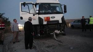 Yakıt tankeri,radar aracına çarptı: 1 polis yaralı