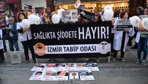 İzmirde, hekimlerden eylem