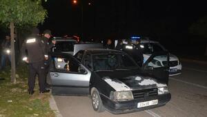 Dur ihtarına uymayan otomobildekiler, kovalamacayla yakalandı