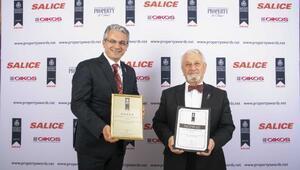 Heykeltıraş Prof. Tamer Başoğlu'naİngiltere'deüç büyük ödül