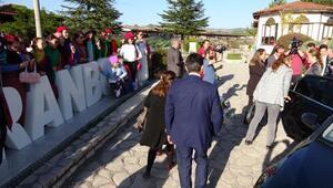 Safranbolu'ya gelen bakan eşine Çinli turist ilgisi