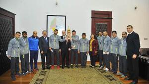 Türkiye Şampiyonu özel sporculardan Vali Coşkuna ziyaret