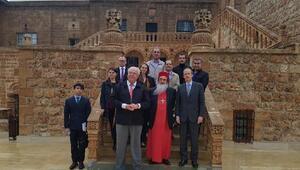 Alman ve Fransız Büyükelçiler Mardinde tarihi Manastırı gezdi