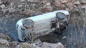 Suşehrinde otomobil dereye uçtu: 1 yaralı
