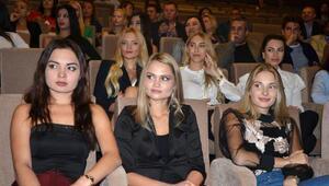 Kraliçe adayları foruma katıldı