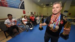 Otomobil bagajında geldiği Türkiyede şampiyon halterciler yetiştiriyor