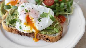 Evde avokadolu poşe yumurta nasıl yapılır