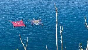 Denizde Türk bayrağı ve Atatürk posteri açtılar