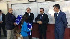 Kızılay'dan 3 bin öğrenciye sevindiren kış hediyesi
