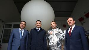 Bakan Pakdemirli, meteorolojik ölçüm balonu uçurdu