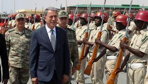 Milli Savunma Bakanı Hulusi Akar Somalide