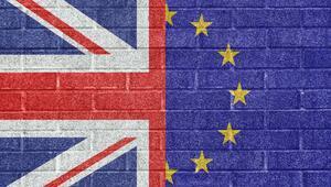 İngilterede şok Brexit çatlağı: İstifa etti