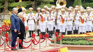 Küba'nın yeni lideri Vietnam'da