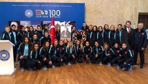 Kadın milli futbolcular, Tifliste Atatürkü andı