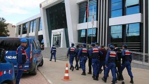 Bucakta jandarmayla çatışan hırsızlık şüphelilerinden 4ü tutuklandı
