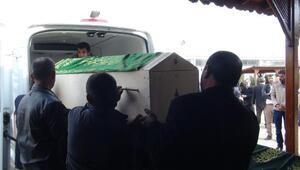 Komşu ailelerin silahlı kavgasında ölen 2 kişi defnedildi