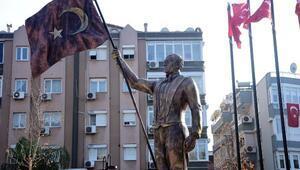 Atatürke benzemeyen heykel yeniden tasarlanacak