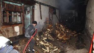 Tosyada 1 ev ve samanlık yandı