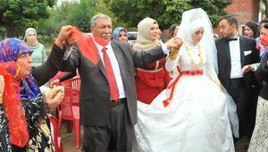 24. çocuğunu evlendirdi, 200 torunuyla halay çekti