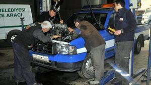 Mamak Belediyesi tamirhanesinde 243 aracın bakımını yapıyor