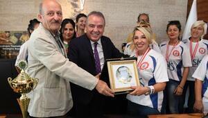 Başkan Böcek, Konyaaltı Cemevi Şampiyonlarını ağırladı