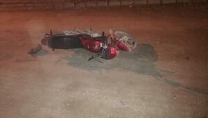 Rögar kapağında çarpan motosikletli öldü