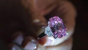 Süslü Parlak Pembe elmas yüzük rekor fiyata satıldı